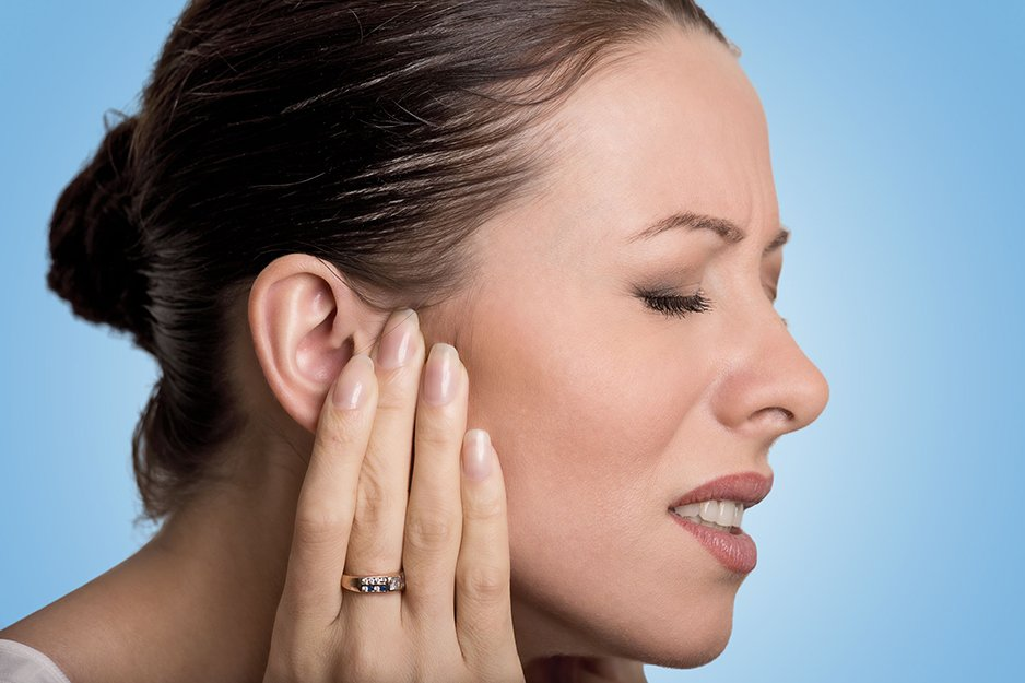 Фурункул в ухе: причины, симптомы, лечение