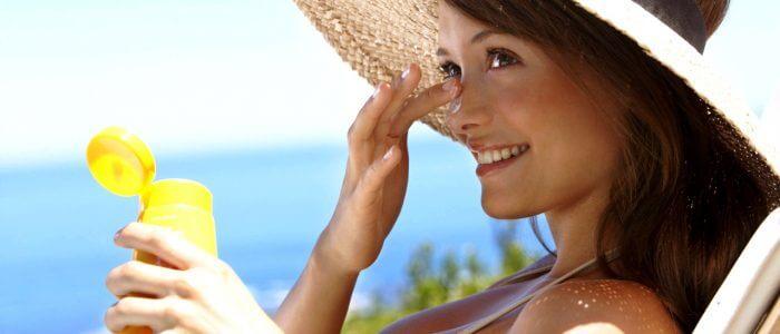 Летом появляются прыщи на лице: причины, способы устранения
