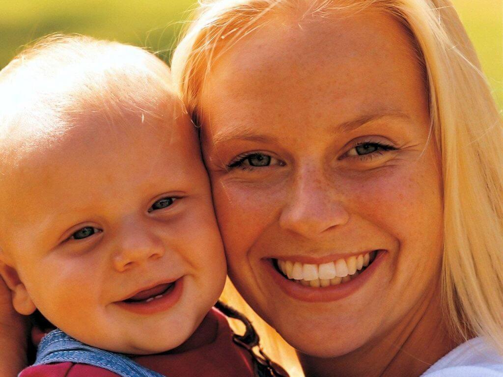 Родинка на лбу: значение у женщин и мужчин, как удалить