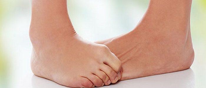 Водяные прыщи на ногах: как лечить, почему возникают